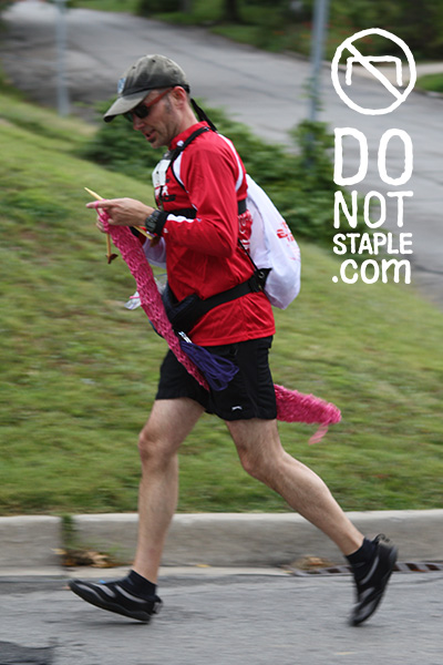 image of David knitting while running a half marathon