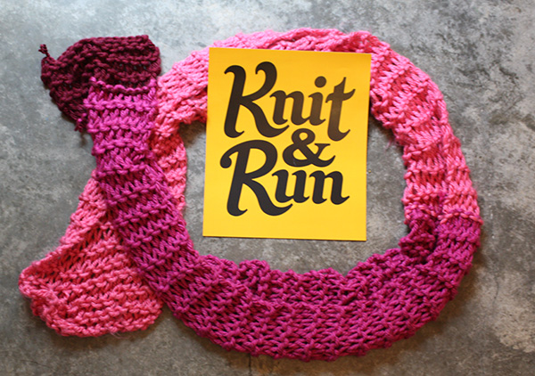 image of scarf (knit while running) and knit&run logo
